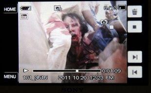 Mouammar Kadhafi est mort le 20 octobre 2011 à Syrte. Cette photo a été prise avec un téléphone portable.