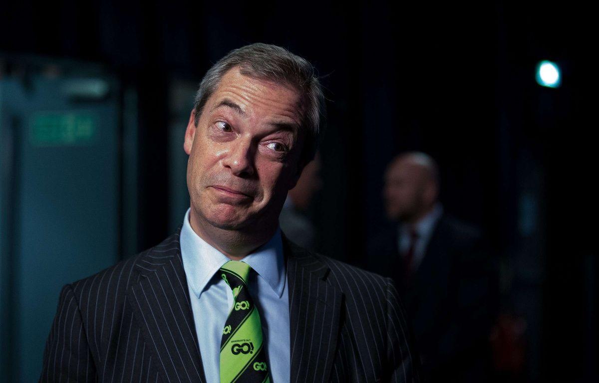 """Nigel Farage, leader du parti eurosceptique UKIP, arbore la cravate """"Go"""" créée par le camp en faveur d'une sortie de la Grande-Bretagne de l'Union Européenne. LNP/Shutterstock/SIPA – LNP/Shutterstock/SIPA"""
