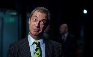 """Nigel Farage, leader du parti eurosceptique UKIP, arbore la cravate """"Go"""" créée par le camp en faveur d'une sortie de la Grande-Bretagne de l'Union Européenne. LNP/Shutterstock/SIPA"""