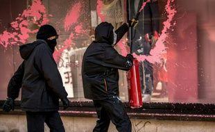 Violences en marge de la manifestation contre la loi travail le 28 avril à Lille.