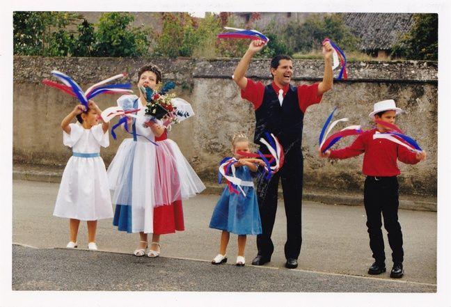 Marc, Catherine, et leurs trois enfants le jour de leur mariage, le 3 octobre 1998.