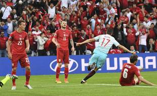 Le Turc Yilmaz ouvre le score à Lens contre la République Tchèque lors du match de l'Euro