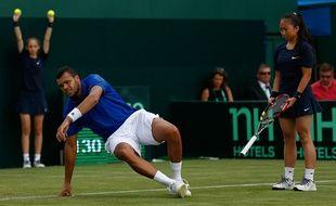 Jo-Wilfried Tsonga à terre lors de sa défaite contre Andy Murray en Coupe Davis, le 17 juillet 2015.