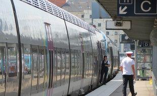 Nantes, le 28 aout 2015, train TER à destination de Sainte-Pazanne-Pornic.