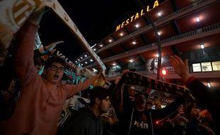 Les ultras du FC Valence étaient présents devant le stade Mestalla lors du match contre Getafe.