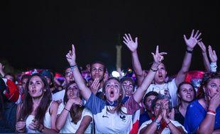 Supporters de l'équipe de France à la fan-zone de Bordeaux lors de l'Euro 2016.