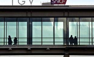 La SNCF aurait pour projet, afin de réduire sa dette, de mettre sur le marché les subventions que doit lui verser le syndicat des transport d'Ile-de-France (Stif) au titre de la cogestion des trains, affirment les Echos dans leur édition à paraître lundi.