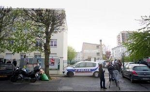 L'une des armes saisies lors de perquisitions menées ce week-end et lundi dans l'Essonne, notamment chez le mis en examen Yoni Palmier accusé d'assassinats, est celle qui a servi aux quatre meurtres perpétrés dans ce département entre novembre et avril, a-t-on indiqué de source proche de l'enquête.
