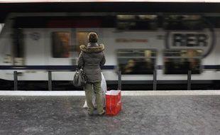 Le premier forage de reconnaissance du sol, préalable aux travaux du métro automatique Grand Paris Express, a été réalisé mardi à Aulnay-sous-Bois (Seine-Saint-Denis) à l'emplacement de la future gare, a constaté une journaliste de l'AFP.