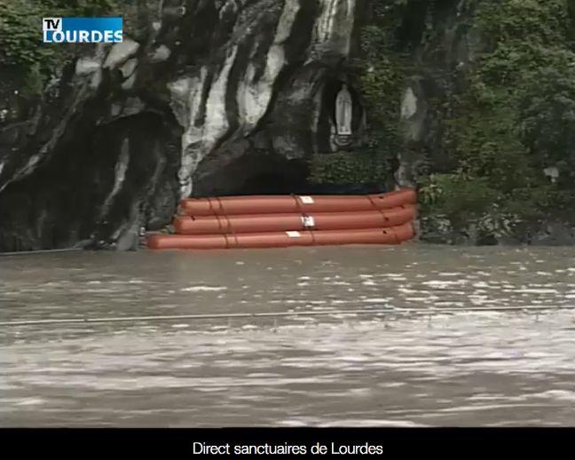 La grotte de Lourde est fermée au public.