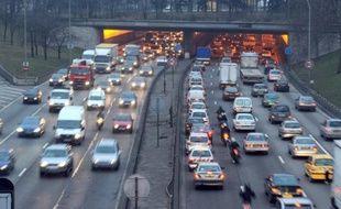 Jusqu'à 95% des citadins européens respirent un air trop pollué, principalement par les particules fines, relève l'Agence européenne pour l'Environnement (AEE) qui se base sur les critères de l'Organisation mondiale de la santé (OMS), dans un rapport publié lundi.