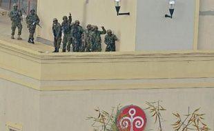La police kényane détient cinq suspects dans l'attaque islamiste contre le centre commercial Westgate de Nairobi le 21 septembre, préférant examiner des échanges de SMS avant de les déférer devant la justice.
