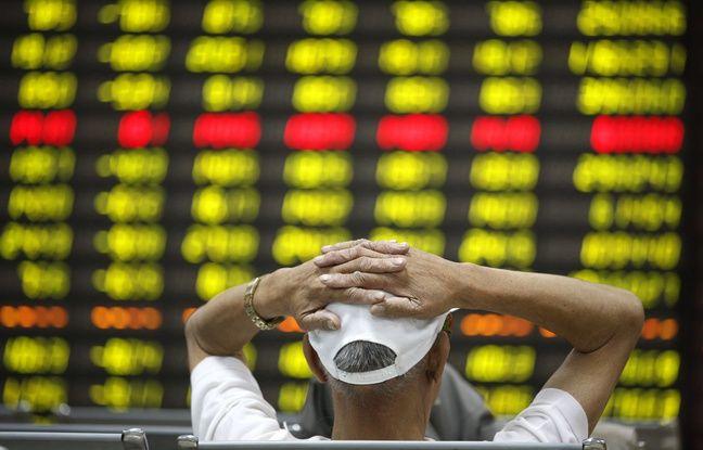 Un investisseur chinois à la  Bourse de Huaibei, province de l'Anhui , en Chine.