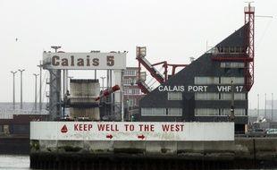 L'entrée du port de Calais.