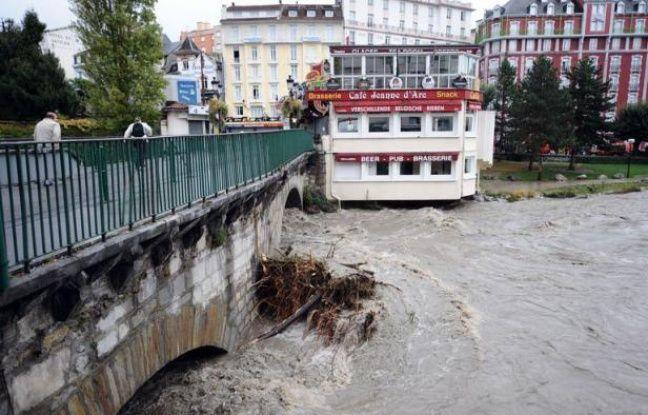 Cinq nouveaux départements du sud de la France ont été placés sous vigilance orange dimanche, en raison des fortes pluies attendues dans la journée et la nuit prochaine, a annoncé Météo France, portant à neuf le nombre de départements surveillés.