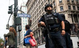 Un policier à New York le 19 septembre 2016, deux jours après l'attentat qui a fait 29 blessés dans le quartier de Chelsea.