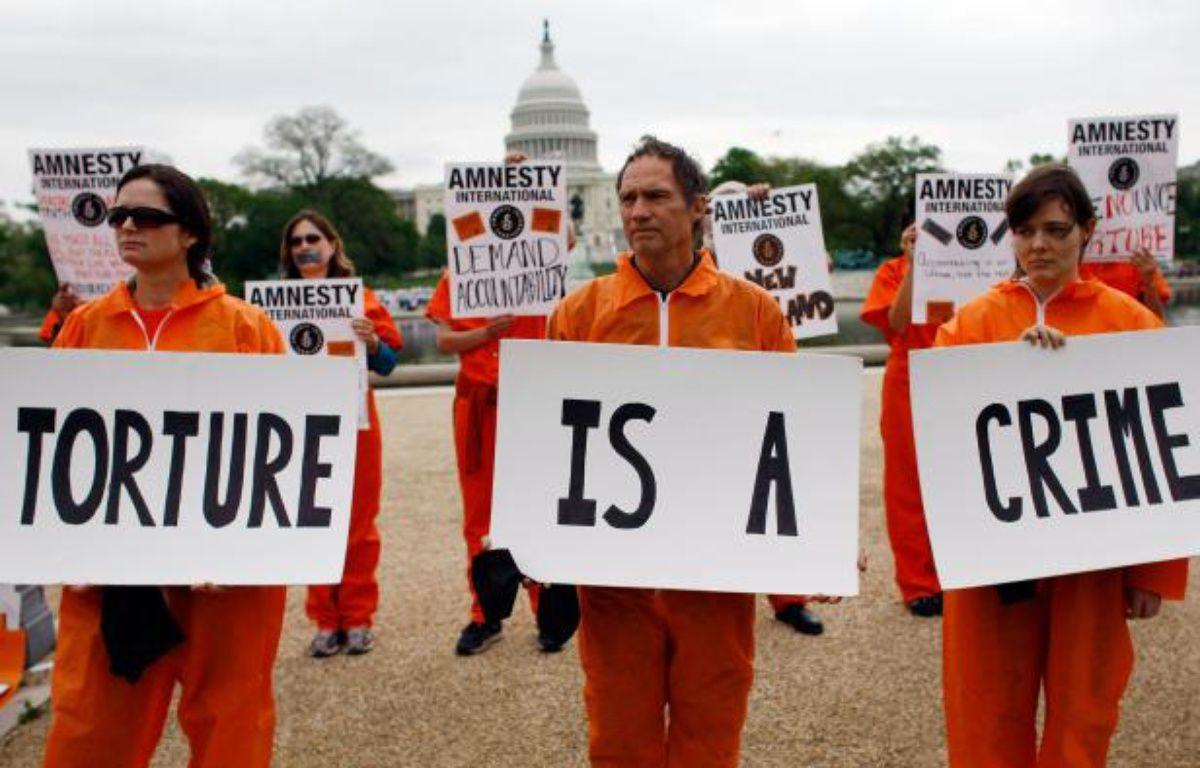 Des membres d'Amnesty International protestent contre la torture devant le Capitole aux Etats-Unis le 30 avril 2009. – AFP