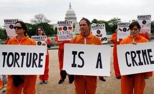 Des membres d'Amnesty International protestent contre la torture devant le Capitole aux Etats-Unis le 30 avril 2009.