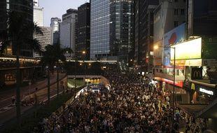 Des milliers de manifestants dans les rues de Hong Kong, ce vendredi.