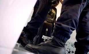 Des fonctionnaires de la Police aux frontières (PAF) à Lyon, le 9 juillet 2010.