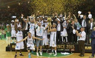 Les joueurs de Limoges fêtent leur titre de champion de France, le 20 juin 2015 à Beaublanc