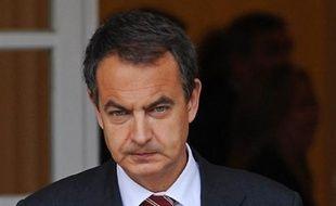 """Le PP cherche à masquer """"ses propres problèmes"""" en """"attaquant les autres"""", a rétorqué M. Zapatero, en référence à la guerre entre factions rivales au sein de la formation conservatrice."""