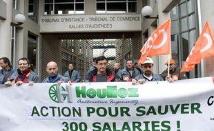 des salariés d'Heuliez devant le tribunal de commerce de Niort, le 10 avril 2013.