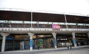 e match de football Lille-Lyon au Stade de France (Seine-Saint-Denis) s'est achevé samedi soir par un drame, quand un RER a heurté des supporteurs lillois qui regagnaient leur car en longeant une voie ferrée, tuant deux jeunes frères de 11 et 17 ans et blessant onze autres personnes.