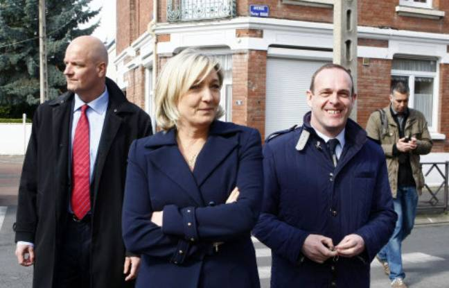 Marine Le Pen et Steve Briois (à droite) à Hénin-Beaumont, le 23 mars 2014.