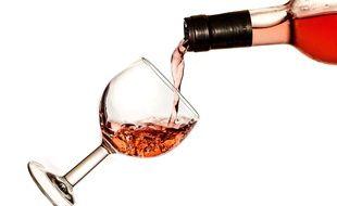 Illustration d'une bouteille de vin rosé.