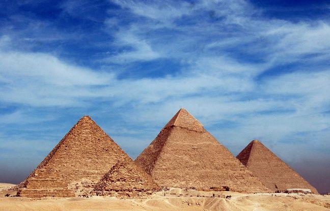 La pyramide de Khéops, la plus importante du plateau de Gizeh.