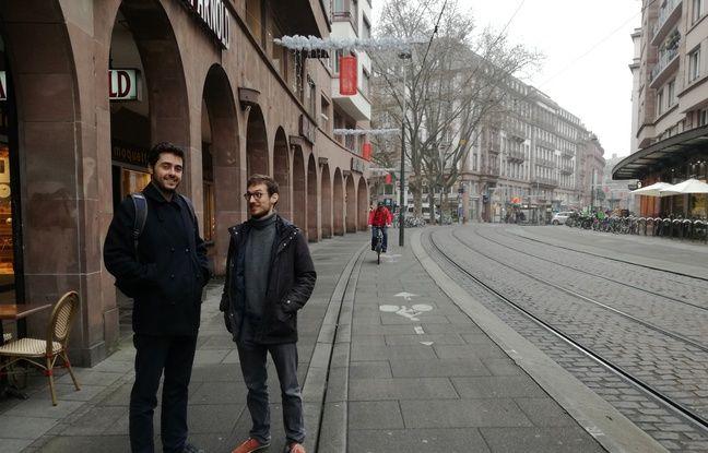 Jean-Charles Andrieu et Matthieu Chiara dans les rues de Strasbourg, où ils ont étudié.