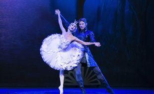 «Mon Premier Lac des Cygnes», une initiation au ballet pensé par Karl Paquette (à droite), ancien danseur étoile de l'Opéra de Paris