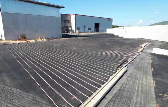 A Olonzac, la chaleur de la chaussée permet de chauffer le bâtiment l'hiver.