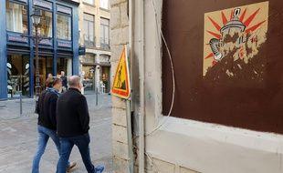 Une des affiches de Pi80 que le «voleur» a tenté de décoller à Lille.