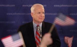 Côté républicain, les analystes avaient correctement prédit la victoire du sénateur franc-tireur John McCain, héros de la guerre du Vietnam de 71 ans qui a fini par l'emporter avec près de 38% des suffrages estimés, alors qu'il avait frôlé l'abandon l'été dernier, confronté à une hémorragie d'argent et de conseillers.