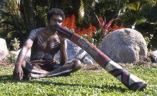 Illustration d'un Aborigène jouant dudidgeridoo.