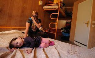 NANTES, le 27/10/2011 Une femme tchétchène veuve et mère de trois enfants vit depuis quelques mois dans un hotel de la banlieue de Nantes