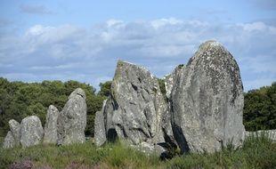 Le site mégalithique de Carnac est composé de plus de 3.000 menhirs alignés.