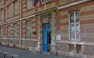L'entrée du collège Coysevox situé dans le 18e arrondissement