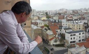 Jean-Paul, 58 ans, habitant de Saint-Denis. Ce mercredi matin devant le dispositif de sécurité
