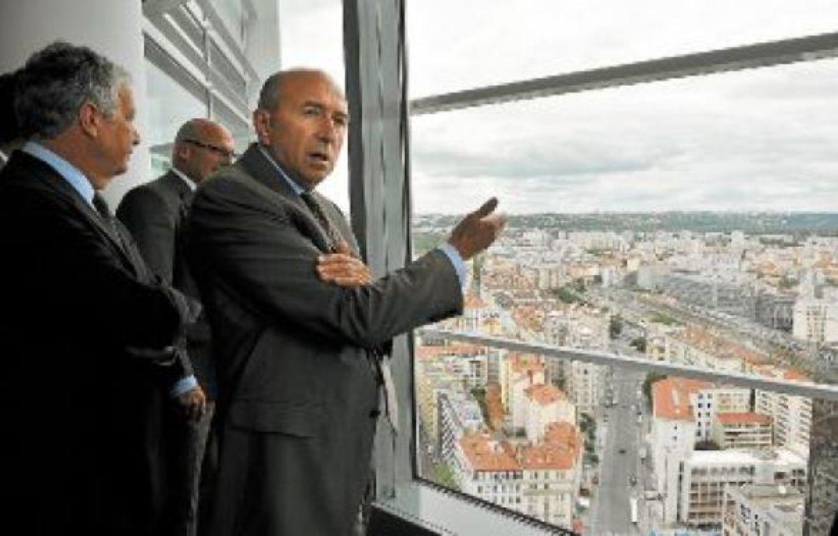 Gérard Collomb est conscient de l'attractivité du WTC lyonnais au sommet de la Tour Oxygène. –  R. Lafabregue / 20 Minutes