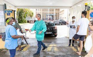 Lors de tests de dépistage à Cayenne, en Guyane, le 23 juin.