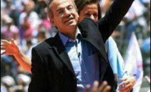 Le candidat de gauche Andres Manuel Lopez Obrador, lègerement favori selon les sondages, et celui de droite Felipe Calderon s'affrontaient dimanche dans les urnes lors de l'élection présidentielle au Mexique.
