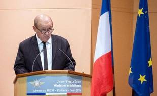 Le ministre de la Défense Jean-Yves Le Drian le 3 mars 2014 à Poitiers