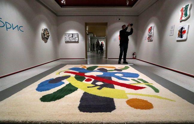 648x415 une exposition dans une galerie a moscou le 19 avril 2021