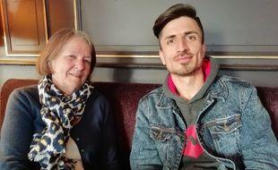 Christine est famille d'accueil bénévole pour les réfugiés à Lyon et héberge Farhad, venu de l'Afghanistan, depuis le mois de mars.