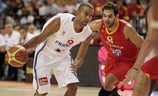 Le meneur de jeu français Tony Parker lors d'un match amical contre l'Espagne, le 9 août 2011, à Almeria.