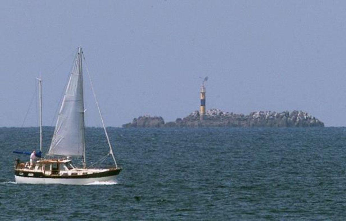 Deux hommes ont été retrouvés morts par les secours partis à leur recherche après que leur embarcation eut chaviré samedi soir, près de la côte à Saint-Brieuc, a-t-on appris auprès des pompiers. – Marcel Mochet afp.com