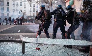 Des heurts ont éclaté samedi 28 novembre à Paris en marge de la manifestation contre la loi sur la sécurité globale.